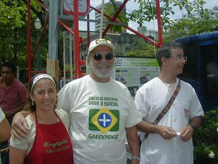 O ator Lima Duarte visitou a exposição e o stand do Ecofogão.