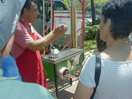 Os visitantes receberam informações detalhadas sobre os princípios de funcionamento, vantagens e custos.